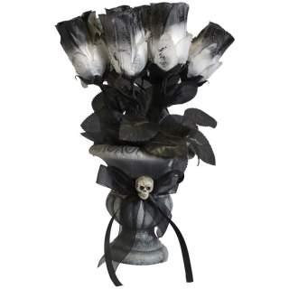 Vase avec roses noires et blanches